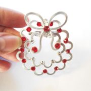 christmas-wreath-brooch-silver-perspective